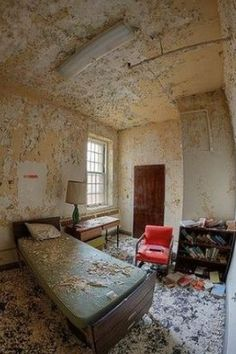 Abandoned State Hospital by frankie