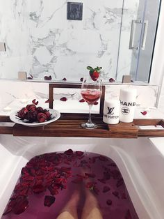 Take a dip into relaxation with some gorgeous bath inspiration for your pamper days! Entspannendes Bad, Bathroom Red, Bathroom Storage, Bathtub Remodel, Dream Bath, Relaxing Bath, Luxury Bath, Bubble Bath, House Goals