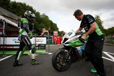 BSB Cadwell: Leon Haslam is the new 'King of the Mountain'! Motorcycle News, Bank Holiday, Victorious, Sailing, Two By Two, Mountain, King, Park, Candle