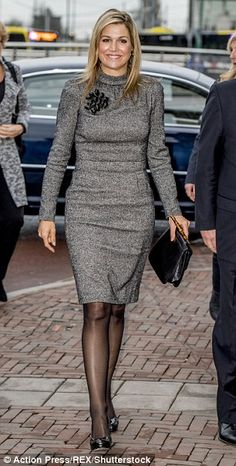 Queen Maxima's steps out in a chic tweed dress in Utrecht She complemented her outfit with a matching black leather bag with a bamboo handle Royal Fashion, Look Fashion, Womens Fashion, Steampunk Fashion, Gothic Fashion, Estilo Fashion, Tweed Dress, Queen Maxima, Princess Style