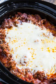 Slow Cooker Lasagna with lots of sausage. You won't believe how good this easy l… Slow Cooker Lasagna with lots of sausage. You won't believe how good this easy lasagna is! Slow Cooker Lasagna, Crock Pot Slow Cooker, Crock Pot Cooking, Slow Cooker Recipes, Cooking Turkey, Healthy Crockpot Recipes, Gourmet Recipes, Cooking Recipes, Crockpot Meals