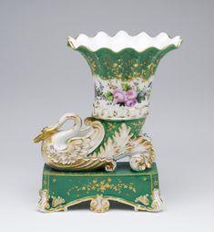 Jacob Petit porcelain factory, Belleville and Fountainebleau Vase in the shape of Cornucopia Cold Porcelain Jewelry, Fine Porcelain, Porcelain Ceramics, Ceramic Pottery, Painted Porcelain, Chinese Antiques, Antique Glass, Vases Decor, Candlesticks