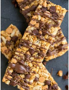 Home made Granola Bars Recipe (Peanut Butter Granola Bars - 10 bars) - CakeWhiz - Fast and simple recipe made with easy substances, these chewy, glute Granola Bars Peanut Butter, Chocolate Chip Granola Bars, No Bake Granola Bars, Healthy Granola Bars, Chewy Granola Bars, Chocolate Chips, Homemade Granola Recipe, Gluten Free Granola Bar Recipe, Chocolate Peanut Butter