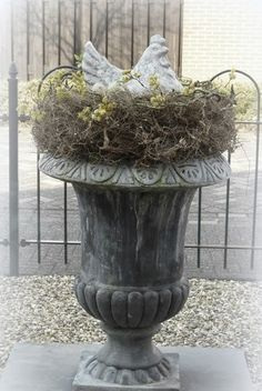Growing with Plants: Chicken urn Container Plants, Container Gardening, Garden Urns, Easter Table, Easter Decor, Home And Deco, Spring Home, Decoration Table, Porch Decorating