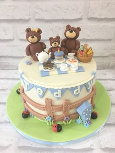 Teddy Bear Birthday Cake, Baby First Birthday Cake, Teddy Bear Cakes, Picnic Birthday, Birthday Cake Girls, Teddy Bears, 3rd Birthday, Picnic Cake, Kids Birthday Themes
