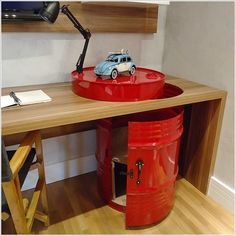 Metal craft - DIY oil drum furniture ideas and creative upcycling ideas Oil Barrel, Metal Barrel, Couch And Chair Set, Metal Drum, Oil Drum, Shop Layout, Diy Recycle, Reuse, Desk Storage