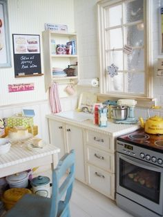 miniature kitchen (this artisan's minis are incredible, do take a look at her site♥)