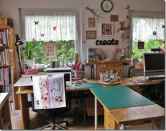 Like the layout with the cutting table right next to sewing area and the small cutting matt next to machine.