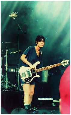 Jenny Lee Lindberg of Warpaint with 78 Rickenbacker bass