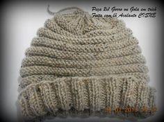 Esta peça pode ser usada como gorro ou gola.   Foi feita em tricô utilizando agulha 5,5mm e o fio Acalanto da Cisne, para quem não conhece...