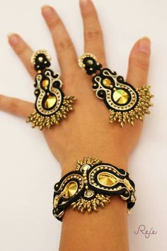 Reje creations soutache set Aurum- bracelet and earrings… Handmade Beaded Jewelry, Boho Jewelry, Jewelery, Jewelry Design, Fashion Jewelry, Soutache Bracelet, Soutache Jewelry, Beaded Earrings, Soutache Tutorial
