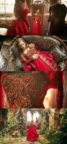 Кёсем Султан / Muhtesem Yzyil: Kösem (2015) Какое же платье подойдет юной прелестнице для знакового визита к султану? Да конечно же - красное! А какая вышивка!