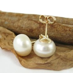 Pearl studs