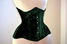 Real double row steel boned underbust corset of short design with long hips made of velvet. Very hourglass waist training corset, gothic Corset En Cuir, Leather Corset, Styles Courts, Best Corset, Best Waist Trainer, Gothic Corset, Gothic Steampunk, Black Corset, Shopping