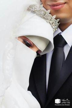 Arab Girls Hijab, Muslim Girls, Muslim Couples, Marriage Poses, Islam Marriage, Bridal Hijab, Hijab Bride, Hijabi Girl, Girl Hijab