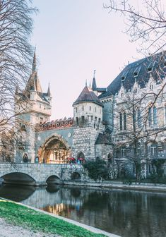 12 Beautiful Things To Do In Budapest Budapest in one of my favourite cities in Eastern Europe and I was totally taken aback on my first trip. There really are so many beautiful things to do in Budapest. Oh The Places You'll Go, Places To Travel, Places To Visit, Europe Destinations, Travel Europe, Vacation Travel, Honeymoon Destinations, Holiday Destinations, Travel Humor