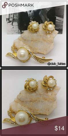 🆕vintage fashion earrings & brooch set 🆕Beautiful vintage fashion earrings & brooch set. Great gift. Slight tarnish due to age but does not take away from its beauty. Message me for more details, offers and bundles. Thank you for looking and don't forget to check out the rest of our closet. XOXO Veronica #vintage #earrings #brooch #faux #synthetic #pearls #gold #iloveoffers #bundleandsave Vintage Jewelry