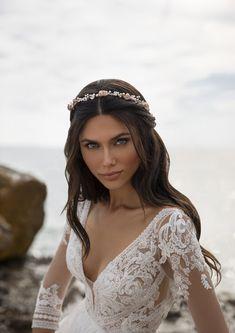 Half Up Wedding Hair, Long Hair Wedding Styles, Wedding Hair And Makeup, Bridal Hair, Long Hair Styles, Hollywood Glamour, Wedding Looks, Dream Wedding, Modern Princess