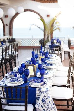 wedding reception blue and white wedding table decor