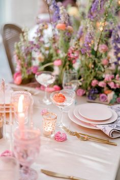This intimate terrace wedding inspiration is resplendent in freeform flower ideas from natural, wild and overgrown ceremony backdrops to oversized bridal bouquets. With a peach, periwinkle and cream palette, this floral inspired decor offers the perfect blueprint for a spring or early summer soiree! Forest Wedding Reception, Tent Reception, Rooftop Wedding, Luxe Wedding, Wedding Reception Decorations, Floral Wedding, Multicultural Wedding, Romantic Flowers, Ceremony Backdrop