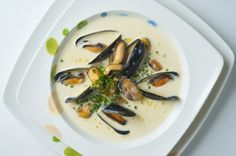 PEI Mussels - Recipes and tips on how to cook, buy and store fresh and nutritious Prince Edward Island Mussels! Pei Mussels Recipe, Vegetable Stock Cubes, Sweet Wine, Recipe Ratings, My Best Recipe, Fish Dishes, Main Dishes, Clams, Soups And Stews