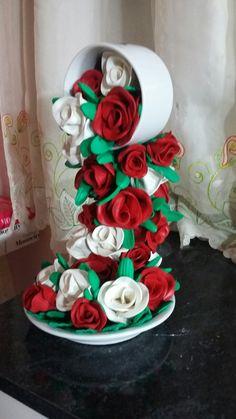 Cascata com flores de EVA