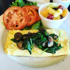 Veggie #Omelette #travel #food #airport #JohnWayneAirport #OrangeCounty @rubysdiner #reviewsbycouple