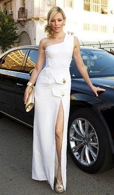 — Elizabeth Banks Liz Banks, Elizabeth Banks, Mary Louise Parker, Versace Dress, Red Carpet Looks, White Outfits, Girls Be Like, Elegant Dresses, Cool Girl