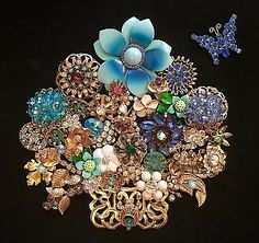 VINTAGE-JEWELRY-FRAMED-ART-NOT-CHRISTMAS-TREE-BLUE-FLOWER-BASKET-GORGEOUS