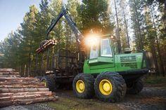 John Deere 1710D forwarder, unloading | Reid Logging | Hitachi Construction Machinery Australia