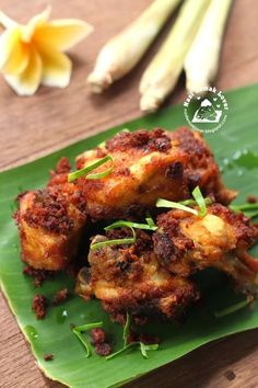 I love this type of Malay fried chicken, full of herbs and s.- I love this type of Malay fried chicken, full of herbs and spices, so aromatic! Whenever I attending Malay wedding, I am sure looking … - Seafood Recipes, Indian Food Recipes, Asian Recipes, Cooking Recipes, Asian Desserts, Curry Recipes, Malaysian Cuisine, Malaysian Food, Malaysian Recipes