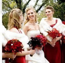I like the bridesmaids' wraps!