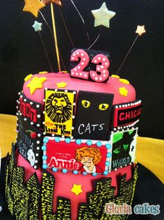 Tarta musicales. Broadway fondant cake www.facebook.com/GloriaCakes www.gloriacakes.com #Cake #BroadwayCake