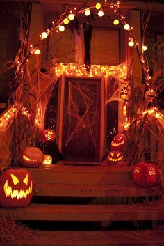 Halloween porch decorating is as popular as ever. It is easy to do with so many outdoor Halloween decorations available. Better yet, some of the best decorations can be hand made and used year after year. Whether you want spooky Halloween decorations … Spooky Halloween, Halloween Veranda, Image Halloween, Halloween Porch, Halloween Home Decor, Holidays Halloween, Halloween Pumpkins, Halloween Lighting, Halloween 2014