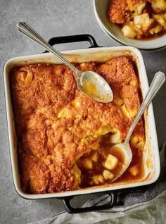 Meet your new comfort food fave! We took the classic Quebec dessert, pouding chômeur, and gave it an apple twist just in time for autumn. Creme Caramel, Tapioca Pudding, Pudding Cake, Apple Recipes, Fall Recipes, Apple Desserts, Flan, Slow Cooker Recipes, Cooking Recipes