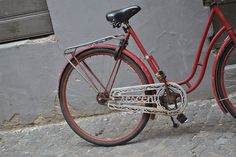 I've always adored the chain guards on old Crescent bikes! By r0b0tsrfun, via Flickr.