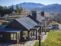 Luxury Real Estate New Zealand Alpine House, Modern Barn House, Shed Homes, The Ranch, Black House, House Colors, Exterior Design, Modern Architecture, Building A House