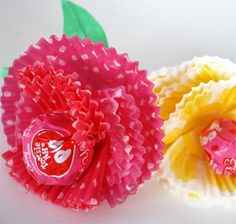 Paper muffin cups turn into beautiful flowers, the perfect way to give your Valentine a sweet treat!