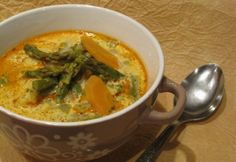Tejszínes spárgaleves | NOSALTY Thai Red Curry, Soup, Ethnic Recipes, Red Peppers, Soups