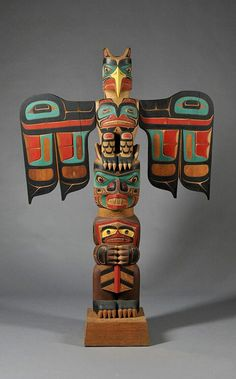 Northwest Coast Polychrome Carved Totem Pole by Tony Hunt. Arte Inuit, Arte Haida, Haida Art, Inuit Art, American Indian Art, Native American Art, Totems, Native American Totem Poles, Totem Pole Art