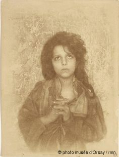 Musée d'Orsay, Paris - Wilhelm von (baron) Gloeden Fillette priant entre 1890 et 1905 épreuve argentique
