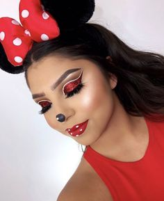 Looking for for ideas for your Halloween make-up? Navigate here for cool Halloween makeup looks. Disney Eye Makeup, Disney Inspired Makeup, Scary Makeup, Cute Makeup, Pretty Makeup, Makeup Lips, Disney Character Makeup, Ghost Makeup, Teen Makeup