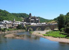Sites Touristiques, Building Photography, Destinations, France 2, Belle Villa, Beaux Villages, Country Living, Estaing, River
