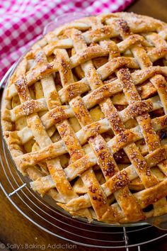 An easy recipe for salted caramel apple pie.