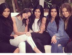 Las Kardashians y algunas Jenners hacen muchos millones y se lucieron a costa de una empresa que no hizo más que ayudar ... así lo afirma la empresa que ahora está demandando a la familia. Agency for the Performing Arts provee a grandes marcas como los hoteles Marriott y Lamborghini. Afirman que tenían un acuerdo verbal en el 2009 con Kim Khloe Kourtney Kylie Kendall pero sin Rob - para ayudar a hacer ofertas. La Agencia se suponía obtendría una parte con el 15%. APA dice que las Kardashians…
