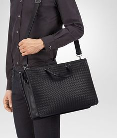 15f89455558d BOTTEGA VENETA BRIEFCASE IN NERO INTRECCIATO CALF Business bag Man fp  Business Men