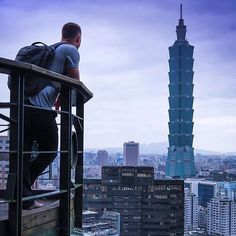 Did you know the Taipei 101 used to be the tallest building in the world? . . . . . . . . . . . . #travelgram #taiwan #taipei #exploretaiwan #taipei101 #discoveradventure #portrait #wanderlust #ilovetravel #traveldeeper #travelling #trip #instago #visiting #travelphotography #travelphoto #worldcaptures #travelling #lifestyle #landscape #amazing #beautiful #landscapelovers #landscapephotography #igdaily #nomadic #traveladdicted #inspiredtravels