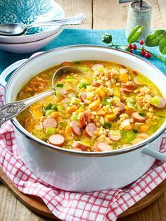 Super-fast lentil soup Ruck Zuck is the family dinner ready: Lentil soup with sausages! soup Super-fast lentil soup Ruck Zuck is the family dinner ready: Lentil soup with sausages! Clean Eating Dinner, Clean Eating Recipes, Healthy Dinner Recipes, Vegetarian Recipes, Eating Healthy, Lentil Sausage Soup, Lentil Soup Recipes, Sausage Gumbo, Lentil Stew
