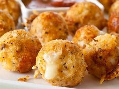 Recipes for Potato Puffs, Chicken Parmesan Bites and Grilled Cheese...all created in your cake pop maker!