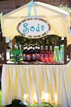 100 Ideas for Summer Weddings Food & Drinks Create a colorful soda bar for the kids and non-drinkers. I like this idea but maybe just have ice cold buckets filled filled water and soda Wedding Reception Food, Wedding Catering, Budget Wedding, Reception Ideas, Wedding Tags, Wedding Book, Wedding Ideas, Rustic Wedding, Romance